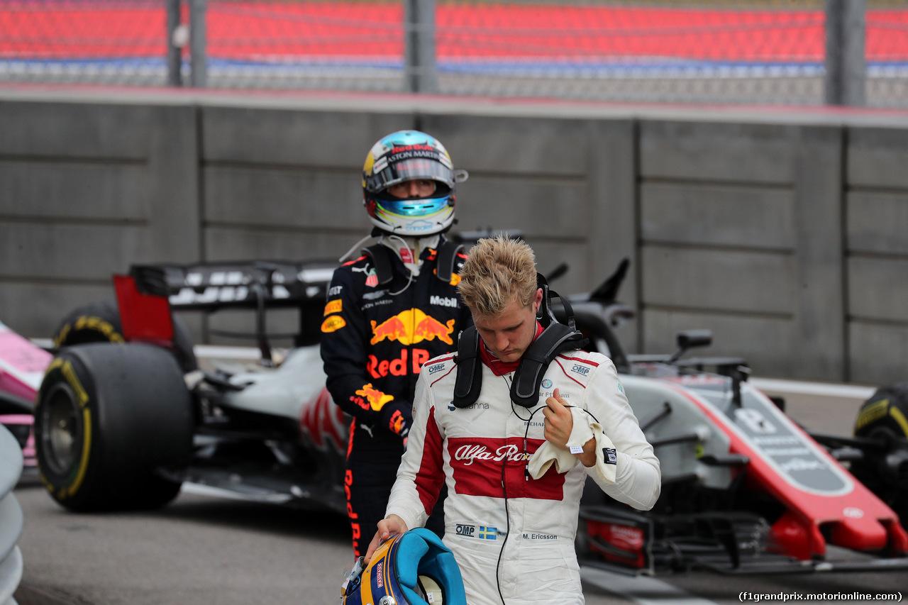 GP RUSSIA, 30.09.2018 - Gara, Marcus Ericsson (SUE) Sauber C37 e Daniel Ricciardo (AUS) Red Bull Racing RB14