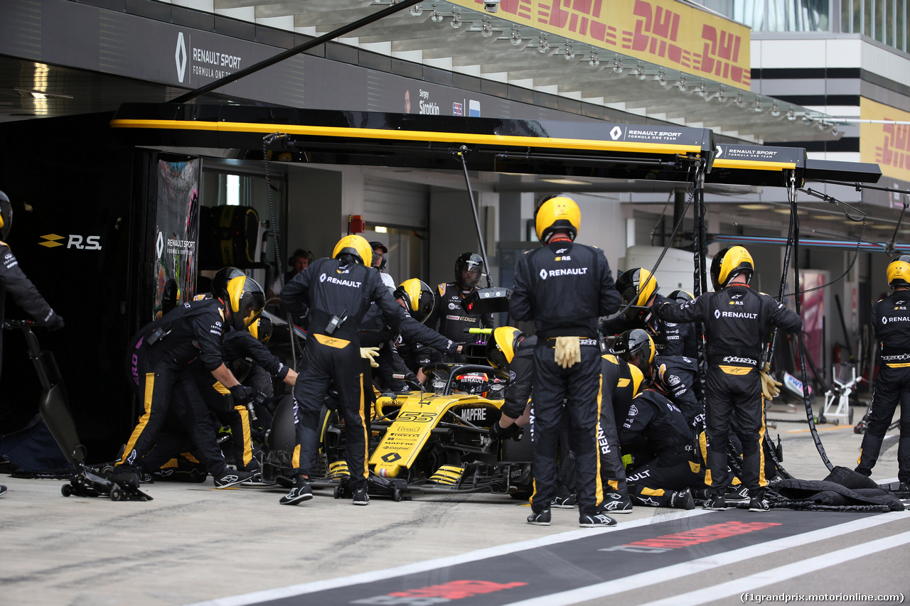 GP RUSSIA, 30.09.2018 - Gara, Pit stop, Carlos Sainz Jr (ESP) Renault Sport F1 Team RS18