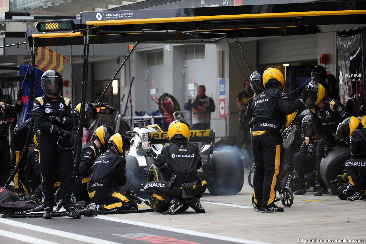 GP RUSSIA, 30.09.2018 - Gara, Pit stop, Nico Hulkenberg (GER) Renault Sport F1 Team RS18