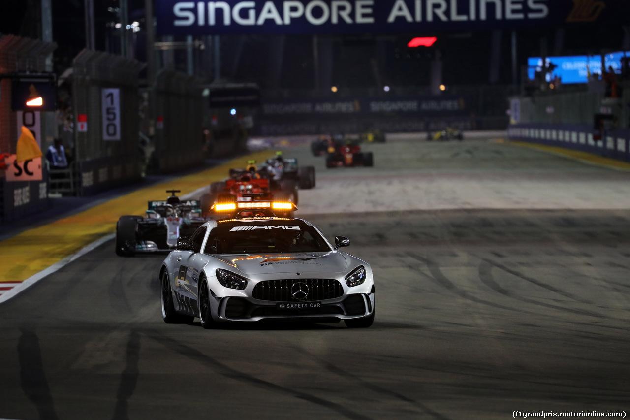 GP SINGAPORE, 16.09.2018 - Gara, The Safety car e Lewis Hamilton (GBR) Mercedes AMG F1 W09