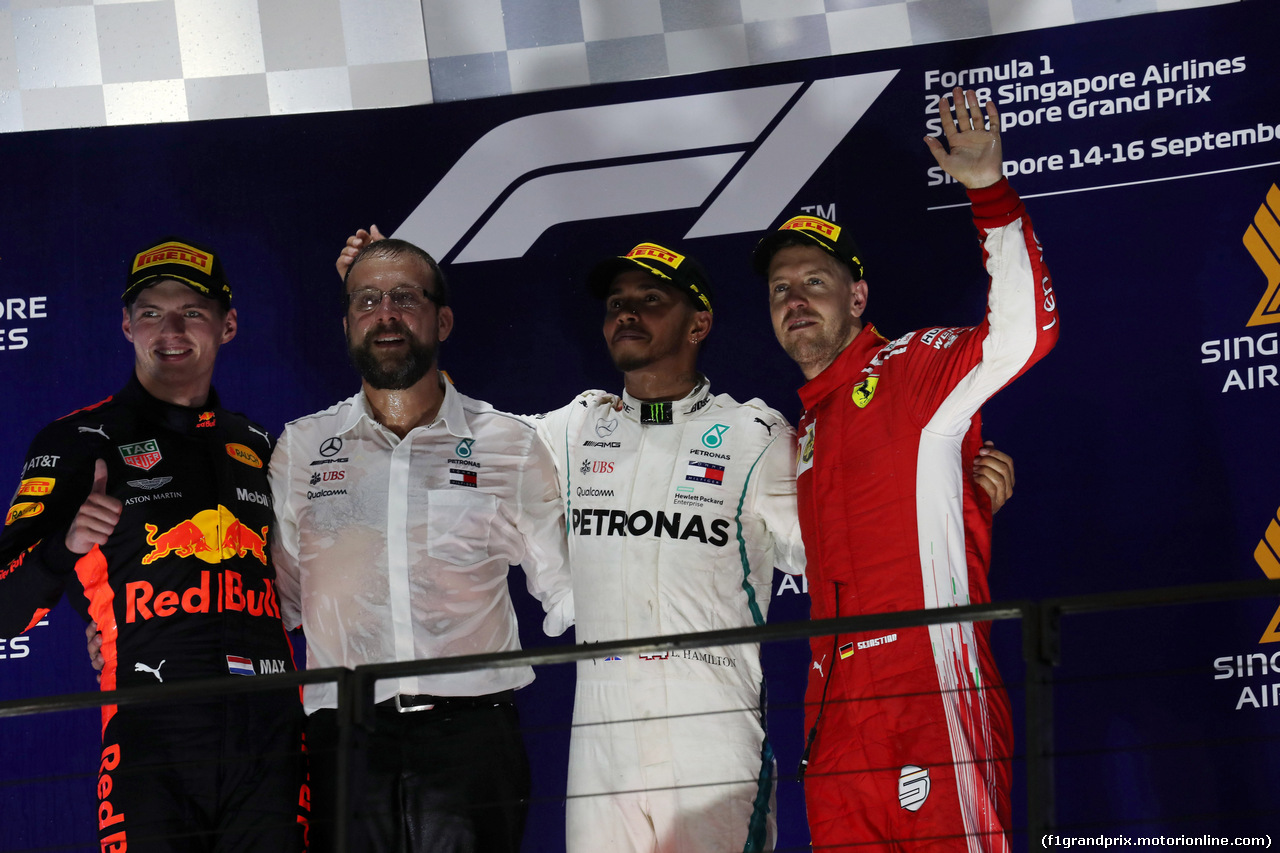 GP SINGAPORE, 16.09.2018 - Gara, 2nd place Max Verstappen (NED) Red Bull Racing RB14, Lewis Hamilton (GBR) Mercedes AMG F1 W09 vincitore e 3rd place Sebastian Vettel (GER) Ferrari SF71H