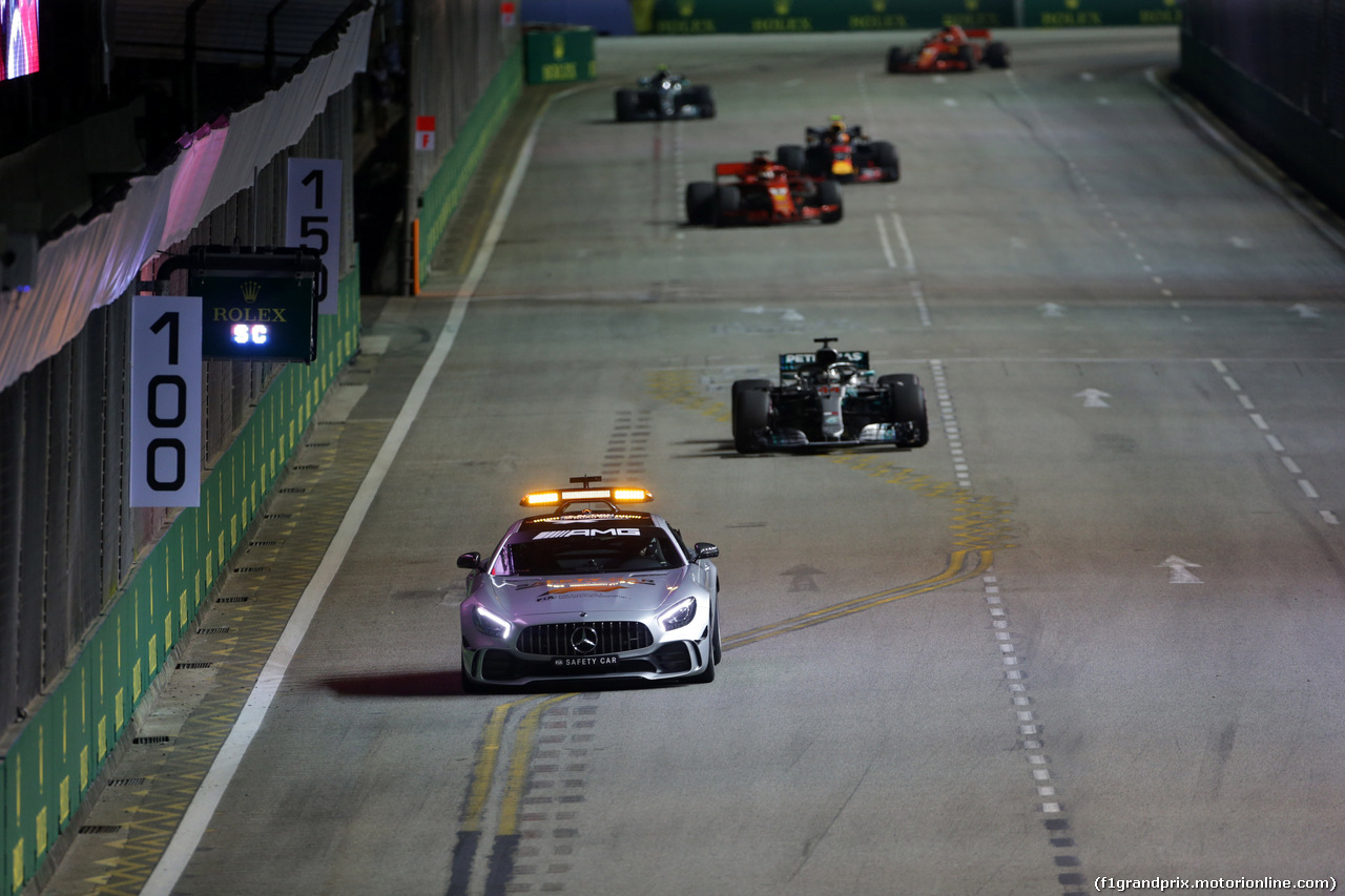 GP SINGAPORE, 16.09.2018 - Gara, The Safety car e Lewis Hamilton (GBR) Mercedes AMG F1 W09