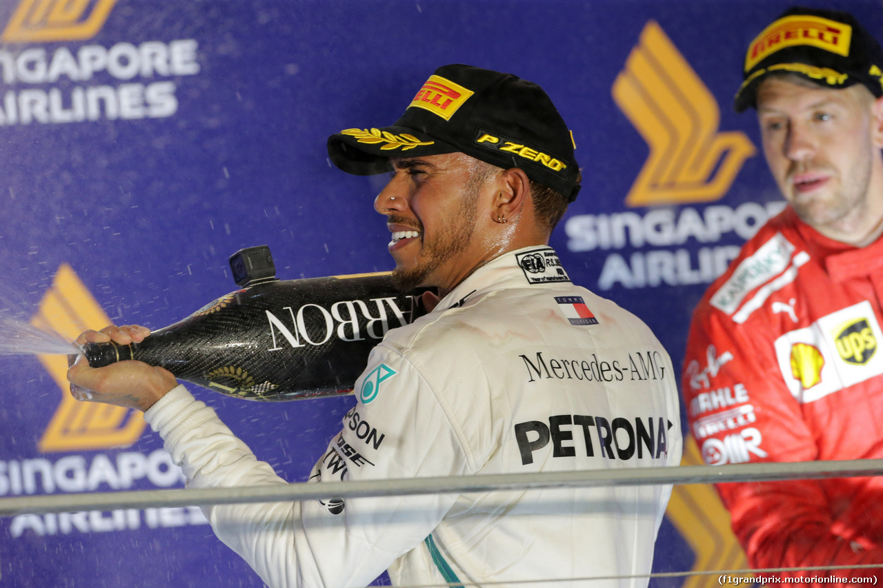 GP SINGAPORE, 16.09.2018 - Gara, Lewis Hamilton (GBR) Mercedes AMG F1 W09 vincitore e 3rd place Sebastian Vettel (GER) Ferrari SF71H