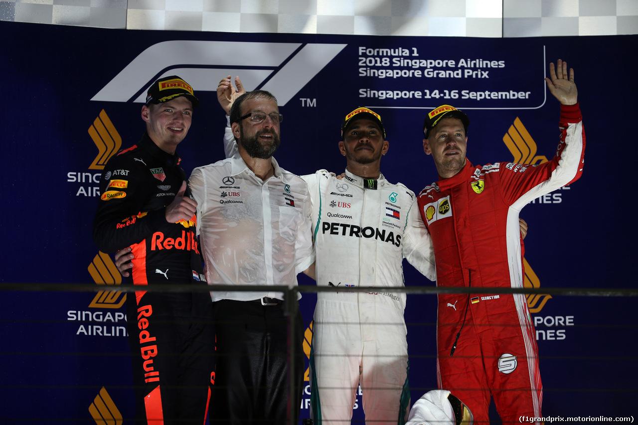 GP SINGAPORE, 16.09.2018 - Gara, 2nd place Max Verstappen (NED) Red Bull Racing RB14, Lewis Hamilton (GBR) Mercedes AMG F1 W09 vincitore e 3rd place Sebastian Vettel (GER) Ferrari SF71H