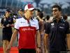 GP SINGAPORE, 16.09.2018 - Marcus Ericsson (SUE) Sauber C37 e Daniel Ricciardo (AUS) Red Bull Racing RB14