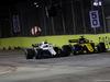 GP SINGAPORE, 16.09.2018 - Gara, Sergey Sirotkin (RUS) Williams FW41 e Nico Hulkenberg (GER) Renault Sport F1 Team RS18
