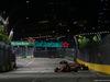 GP SINGAPORE, 16.09.2018 - Gara, Sebastian Vettel (GER) Ferrari SF71H davanti a Max Verstappen (NED) Red Bull Racing RB14