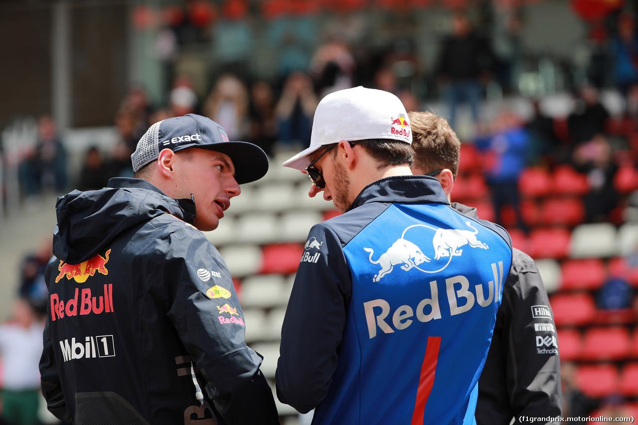GP SPAGNA, 13.05.2018 - Max Verstappen (NED) Red Bull Racing RB14 e Pierre Gasly (FRA) Scuderia Toro Rosso STR13