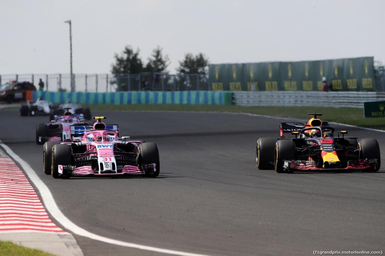GP UNGHERIA, 29.07.2018 - Gara, Esteban Ocon (FRA) Sahara Force India F1 VJM11 e Max Verstappen (NED) Red Bull Racing RB14