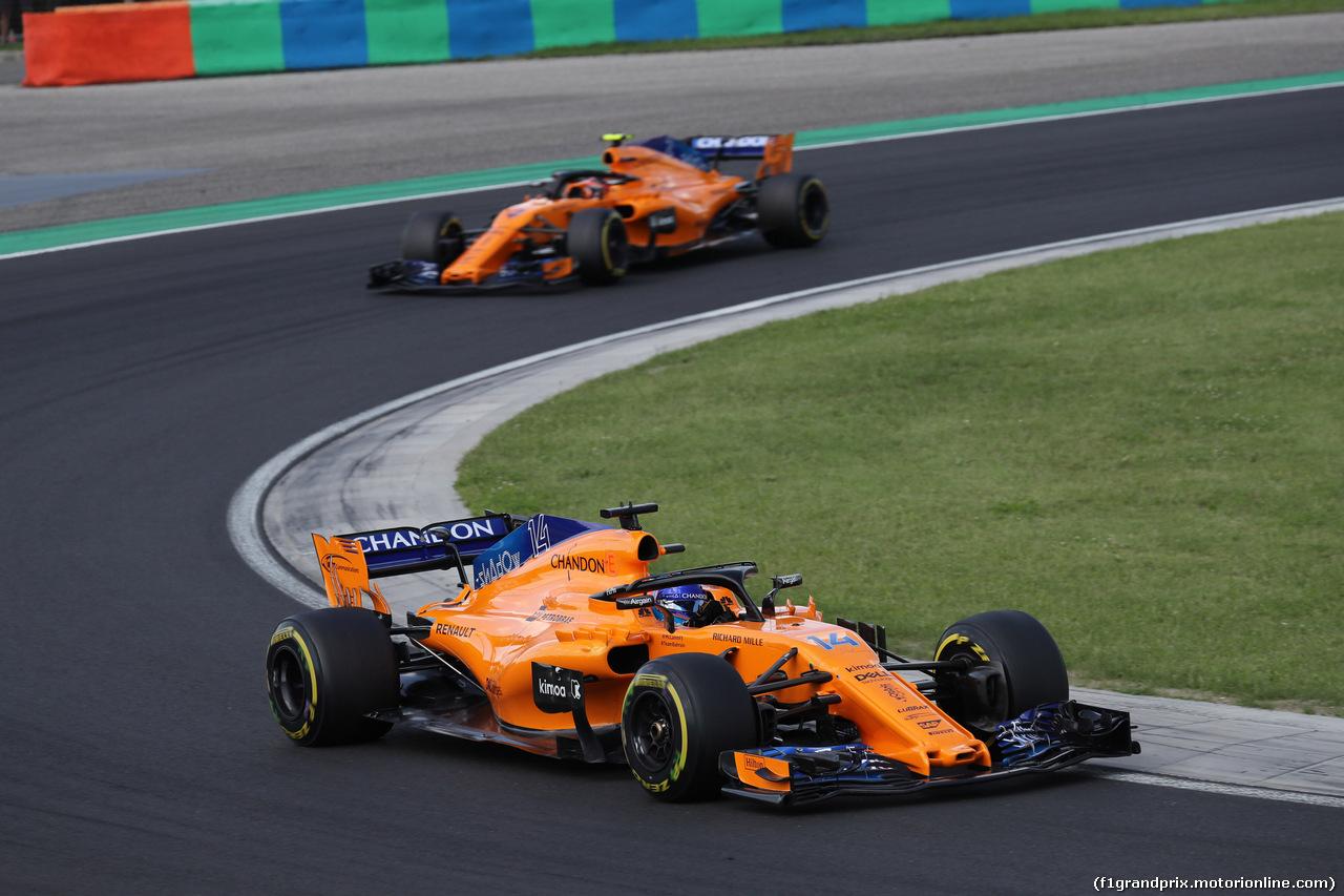 GP UNGHERIA, 29.07.2018 - Gara, Fernando Alonso (ESP) McLaren MCL33 davanti a Stoffel Vandoorne (BEL) McLaren MCL33