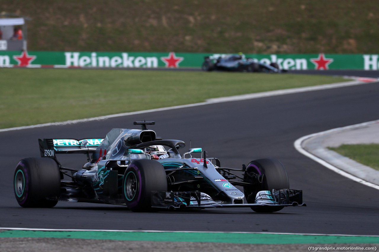 GP UNGHERIA, 29.07.2018 - Gara, Lewis Hamilton (GBR) Mercedes AMG F1 W09 davanti a Valtteri Bottas (FIN) Mercedes AMG F1 W09