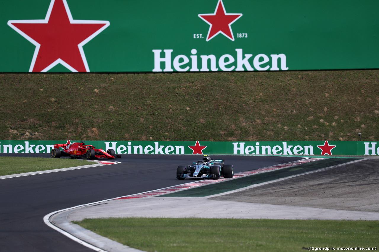 GP UNGHERIA, 29.07.2018 - Gara, Valtteri Bottas (FIN) Mercedes AMG F1 W09 davanti a Sebastian Vettel (GER) Ferrari SF71H