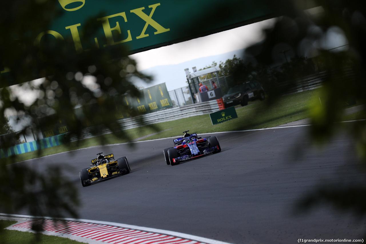 GP UNGHERIA, 29.07.2018 - Gara, Nico Hulkenberg (GER) Renault Sport F1 Team RS18 e Brendon Hartley (NZL) Scuderia Toro Rosso STR13