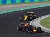 GP UNGHERIA, 29.07.2018 - Gara, Daniel Ricciardo (AUS) Red Bull Racing RB14 davanti a Carlos Sainz Jr (ESP) Renault Sport F1 Team RS18