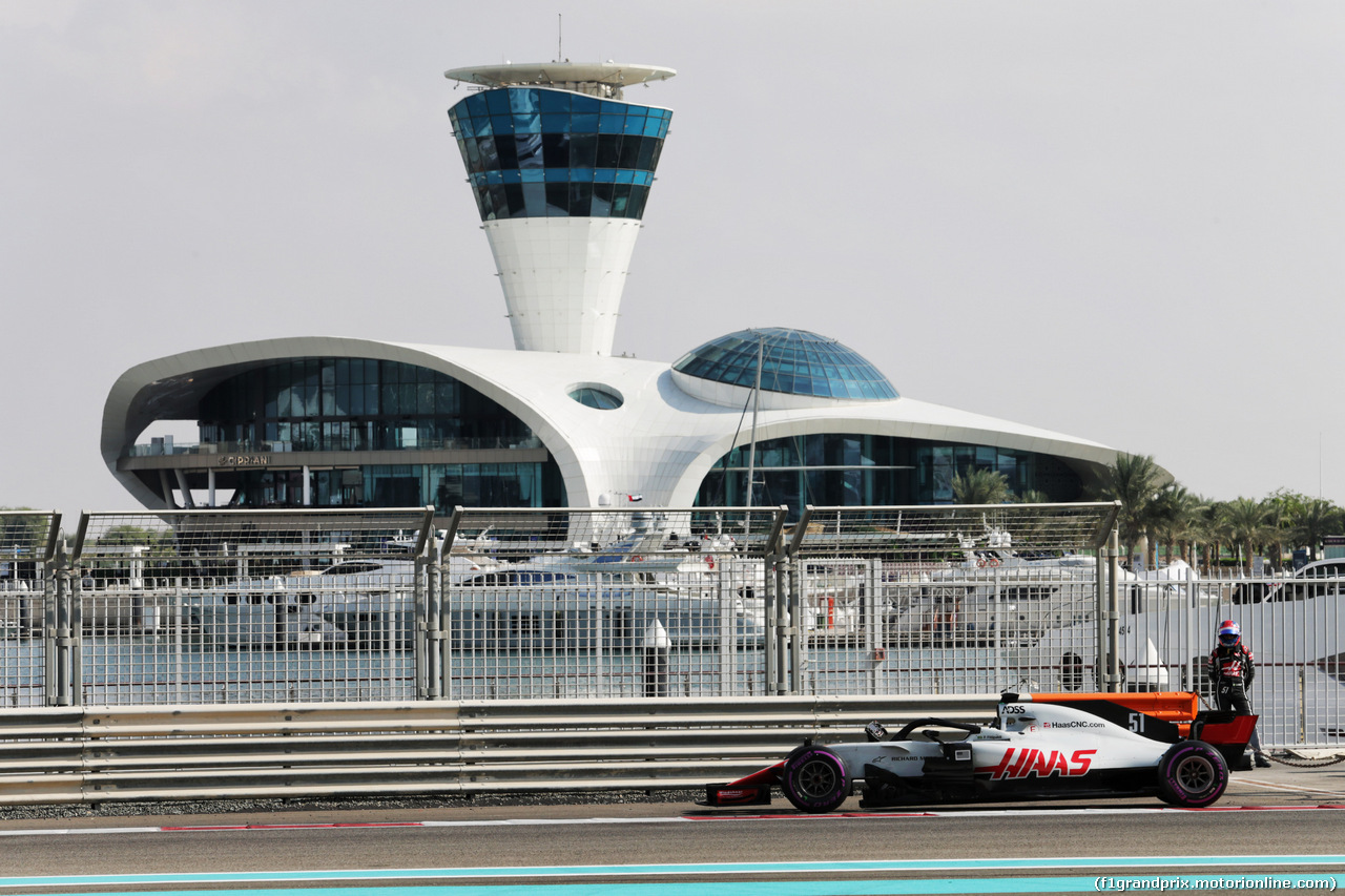TEST F1 ABU DHABI 27 NOVEMBRE, Pietro Fittipaldi (BRA) Haas VF-18 Test Driver stopped on the circuit. 27.11.2018.
