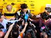TEST F1 BARCELLONA 15 MAGGIO, Carlos Sainz Jr (ESP) Renault Sport F1 Team with the media. 15.05.2018.