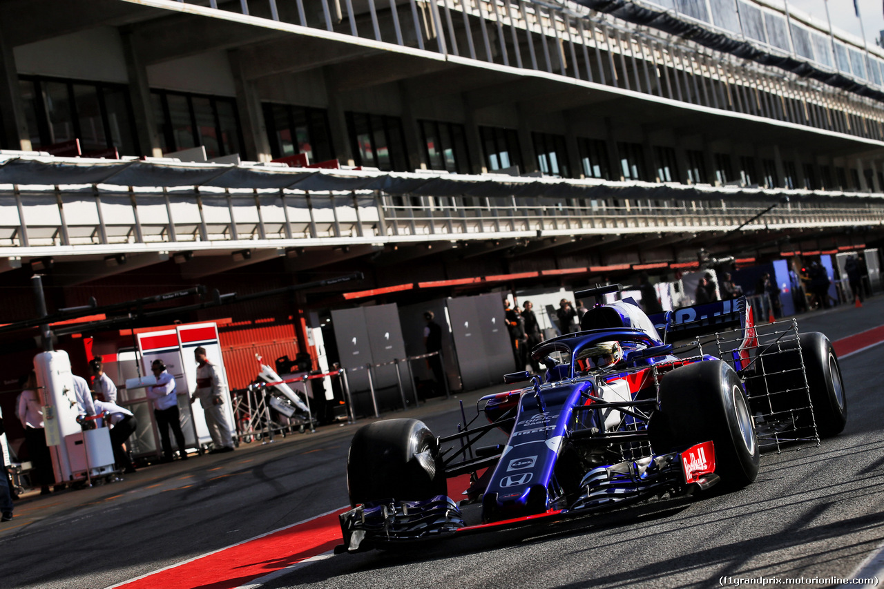 TEST F1 BARCELLONA 15 MAGGIO, Sean Gelael (IDN) Scuderia Toro Rosso STR13 Test Driver running sensor equipment. 15.05.2018.