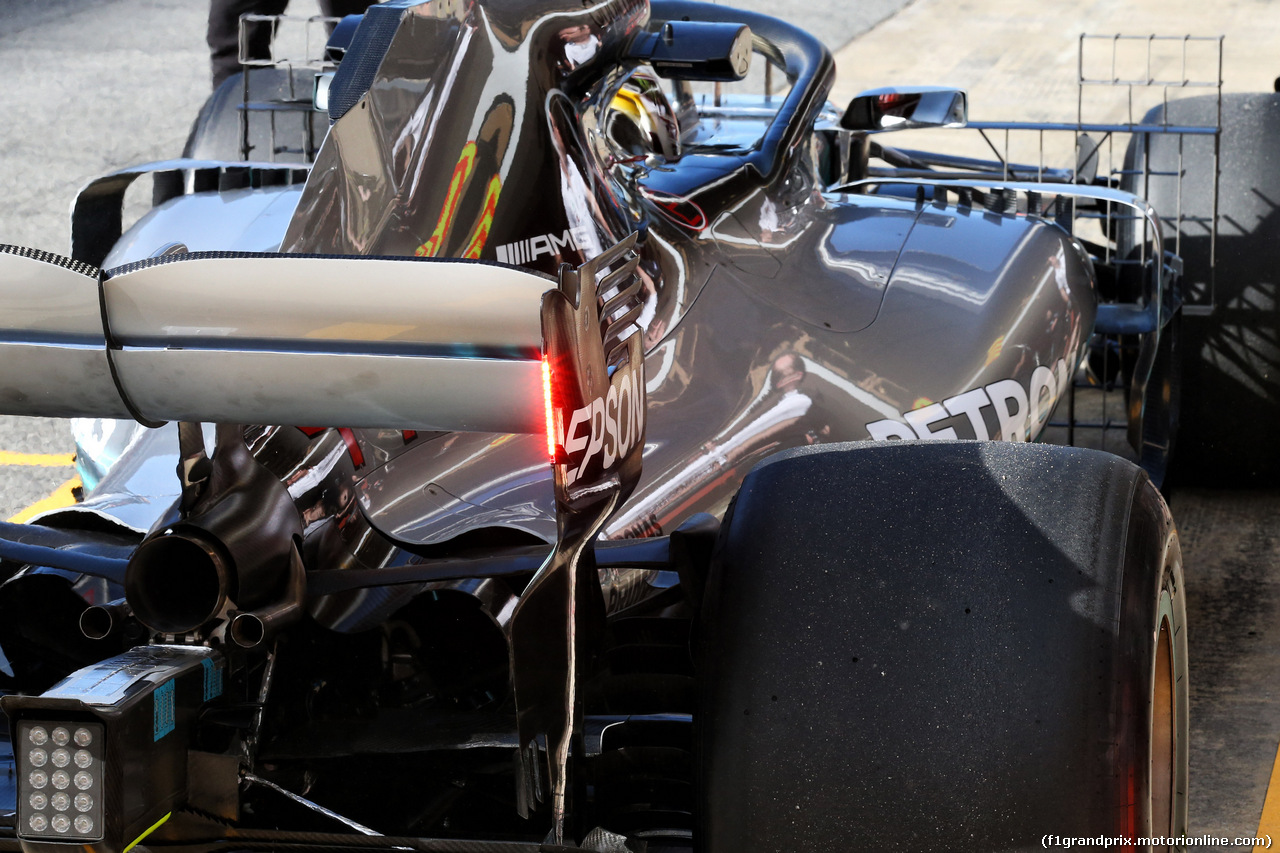 TEST F1 BARCELLONA 15 MAGGIO, Lewis Hamilton (GBR) Mercedes AMG F1 W09 with red led lights on the rear wing. 15.05.2018.