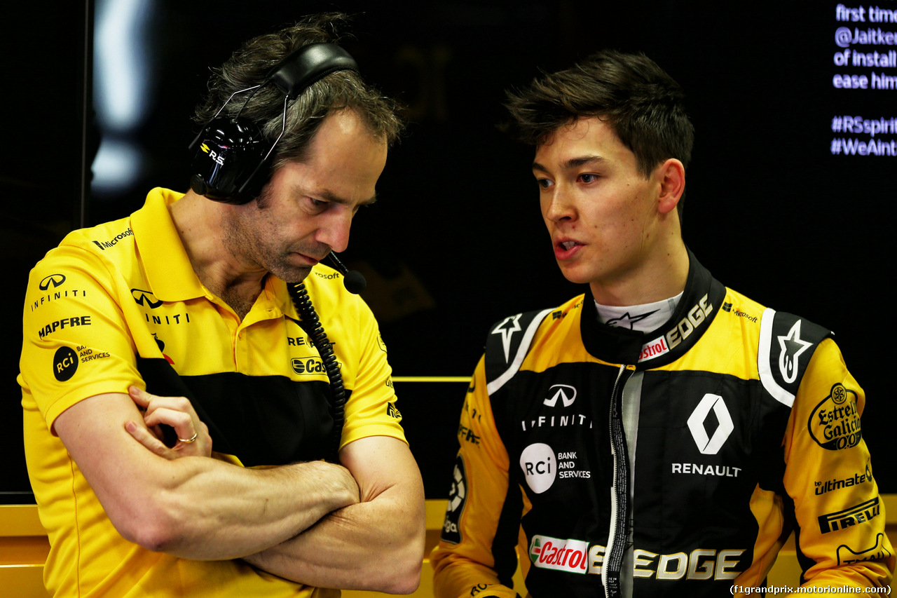 TEST F1 BARCELLONA 16 MAGGIO, (L to R): Ciaron Pilbeam (GBR) Renault Sport F1 Team Chief Gara Engineer with Jack Aitken (GBR) / (KOR) Renault Sport F1 Team Test e Reserve Driver. 16.05.2018.
