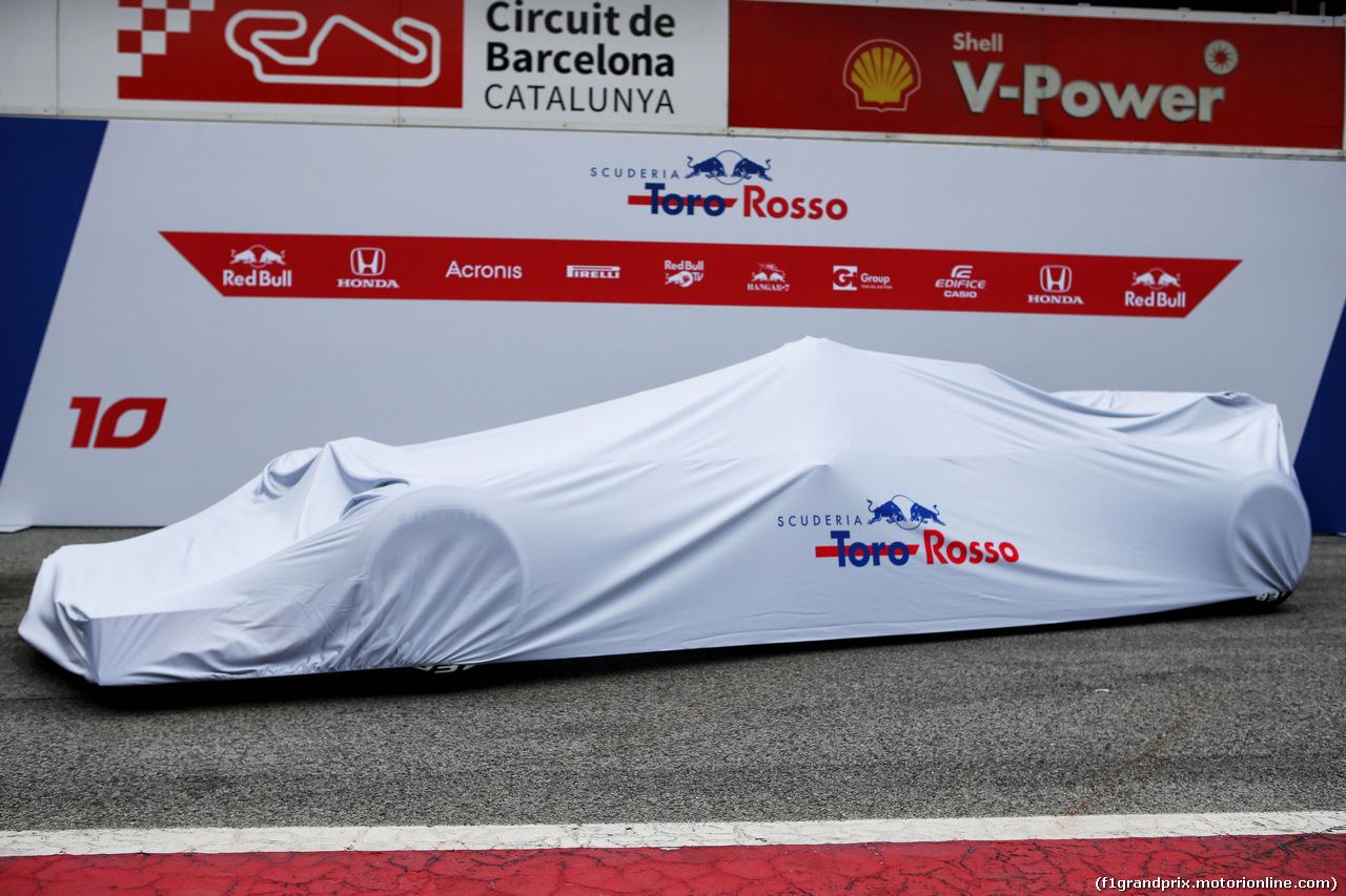 TEST F1 BARCELLONA 26 FEBBRAIO, The Scuderia Toro Rosso STR13 under wraps. 26.02.2018.