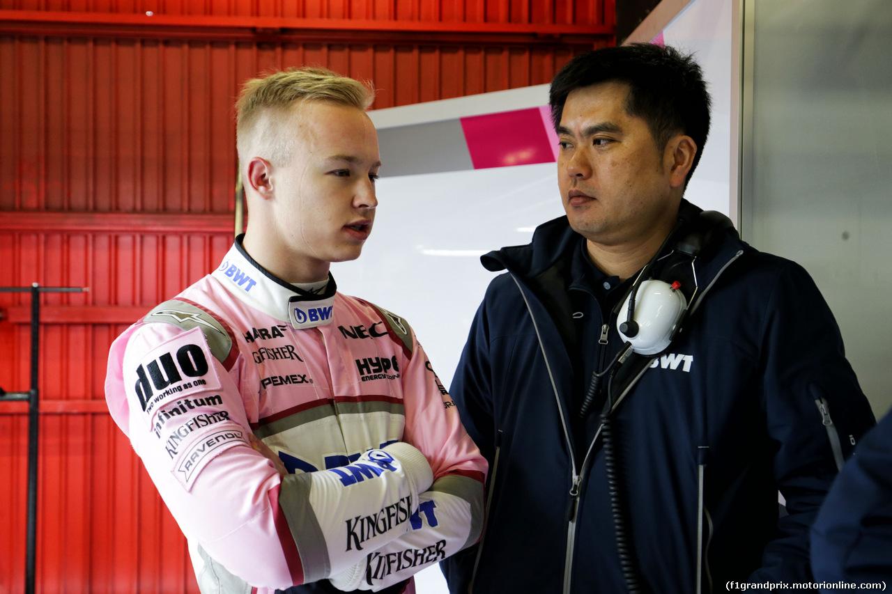 TEST F1 BARCELLONA 26 FEBBRAIO, (L to R): Nikita Mazepin (RUS) Sahara Force India F1 Team Development Driver with Jun Matsuzaki (JPN) Sahara Force India F1 Team Senior Tyre Engineer. 26.02.2018.