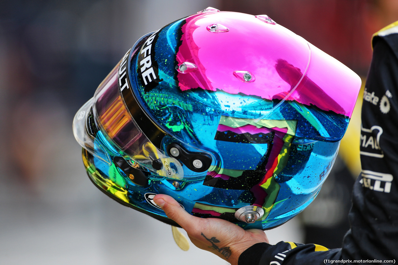 GP ABU DHABI, The helmet of Daniel Ricciardo (AUS) Renault F1 Team at a team photograph. 01.12.2019.