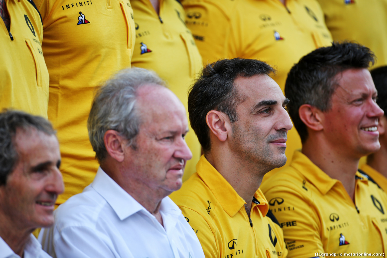 GP ABU DHABI, Jerome Stoll (FRA) Renault Sport F1 President e Cyril Abiteboul (FRA) Renault Sport F1 Managing Director at a team photograph. 01.12.2019.