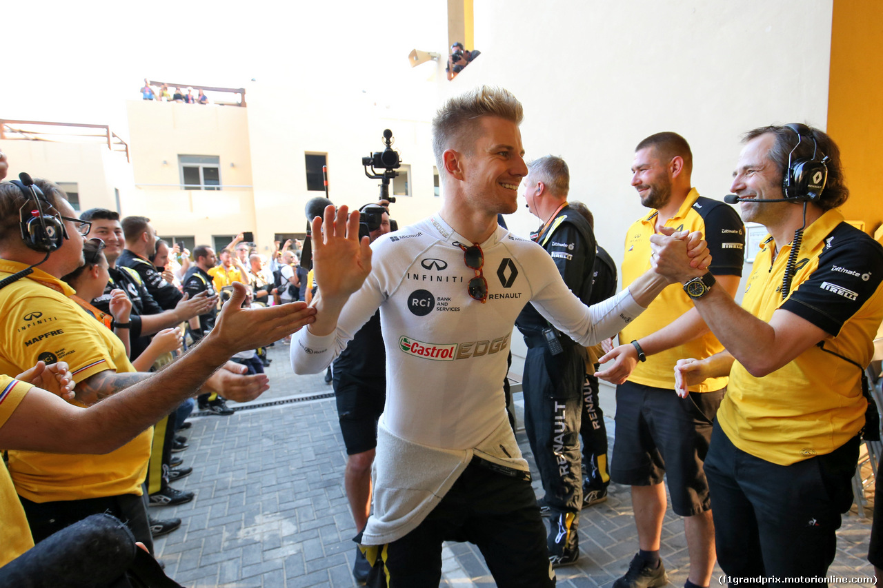 GP ABU DHABI, A guard of honour from the team for Nico Hulkenberg (GER) Renault F1 Team. 01.12.2019.