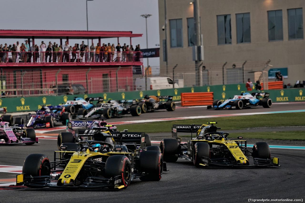 GP ABU DHABI, Daniel Ricciardo (AUS) Renault F1 Team RS19 e team mate Nico Hulkenberg (GER) Renault F1 Team RS19 at the partenza of the race. 01.12.2019.