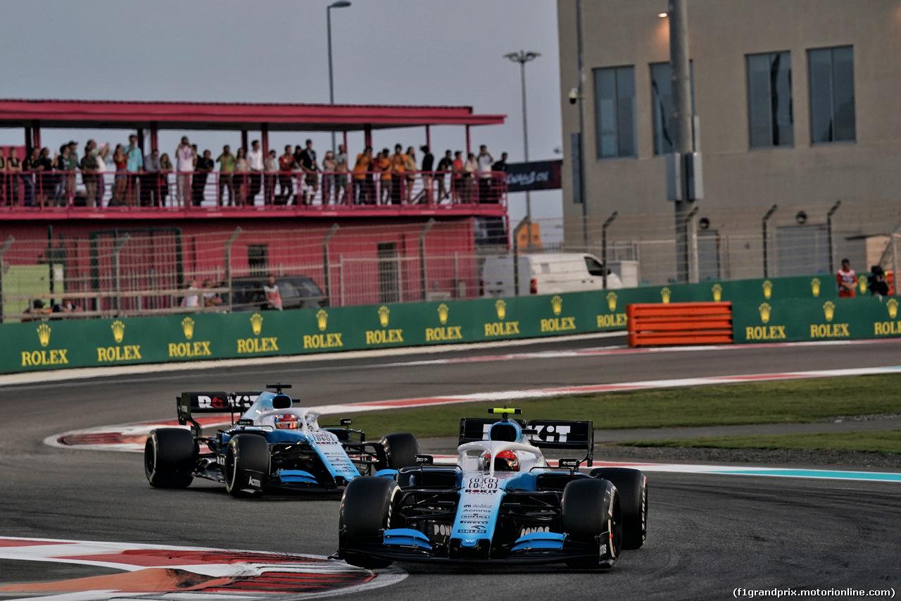 GP ABU DHABI, Robert Kubica (POL) Williams Racing FW42 davanti a team mate George Russell (GBR) Williams Racing FW42. 01.12.2019.