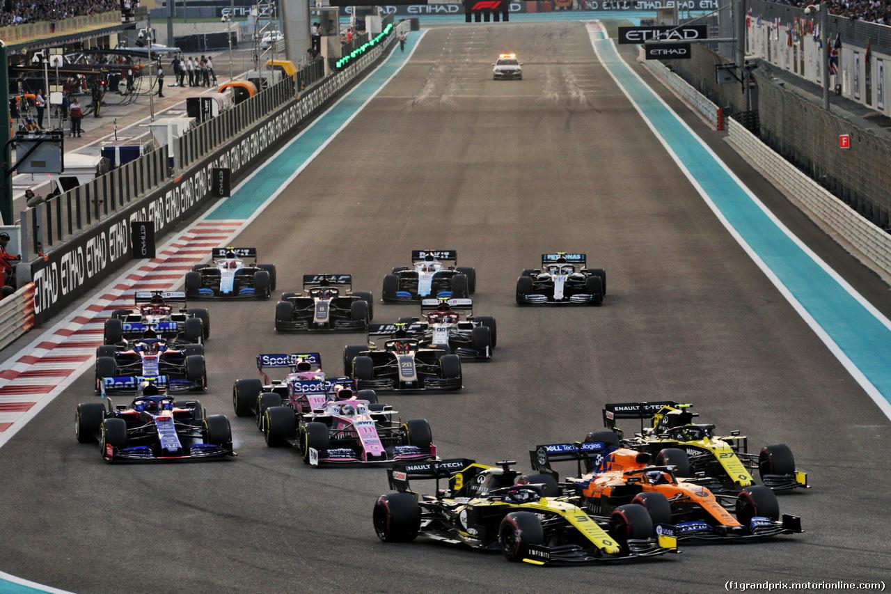 GP ABU DHABI, Daniel Ricciardo (AUS) Renault F1 Team RS19, Carlos Sainz Jr (ESP) McLaren MCL34, e Nico Hulkenberg (GER) Renault F1 Team RS19 at the partenza of the race. 01.12.2019.