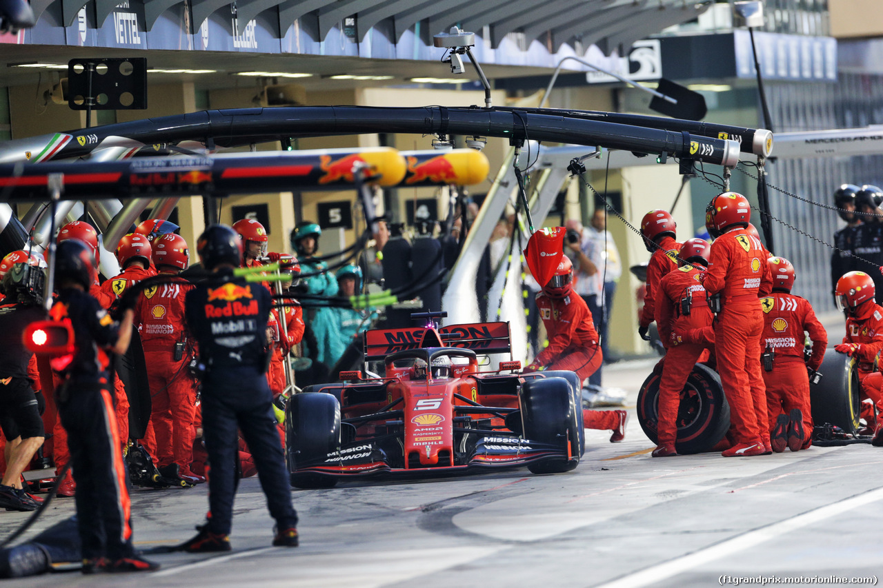 GP ABU DHABI, Sebastian Vettel (GER) Ferrari SF90 makes a pit stop. 01.12.2019.