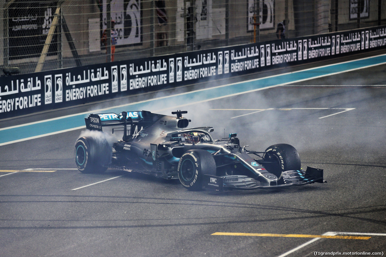 GP ABU DHABI, Gara winner Lewis Hamilton (GBR) Mercedes AMG F1 W10 celebrates at the end of the race. 01.12.2019.