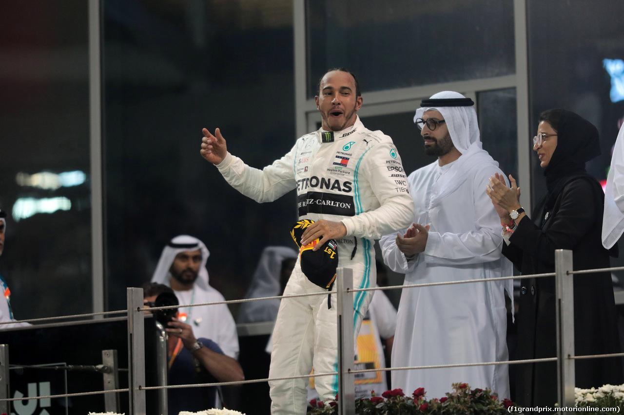 GP ABU DHABI, 01.12.2019 - Gara, Lewis Hamilton (GBR) Mercedes AMG F1 W10 vincitore
