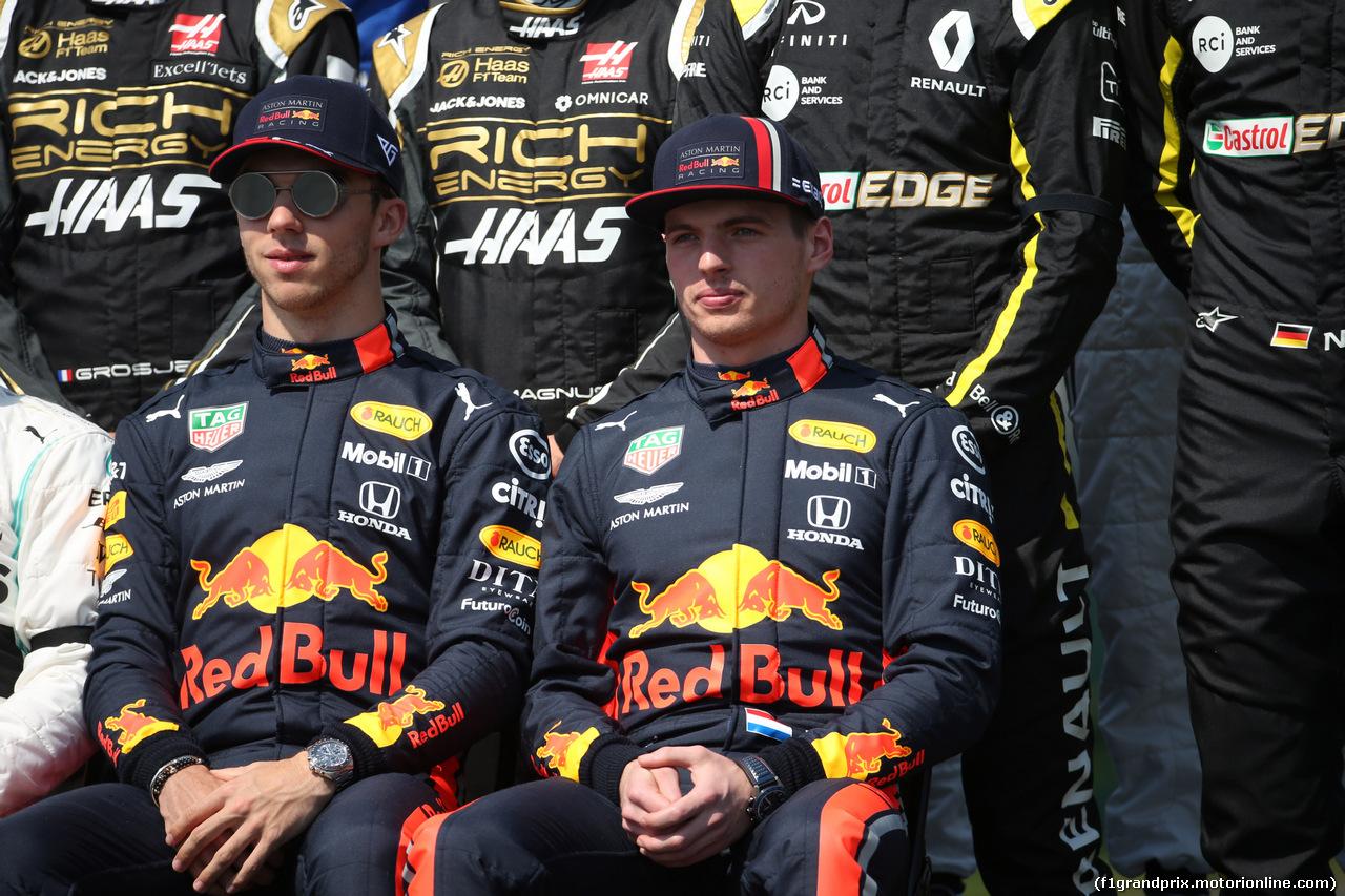 GP AUSTRALIA, 17.03.2019- Max Verstappen (NED) Red Bull Racing RB15 e Pierre Gasly (FRA) Redbull Racing RB15