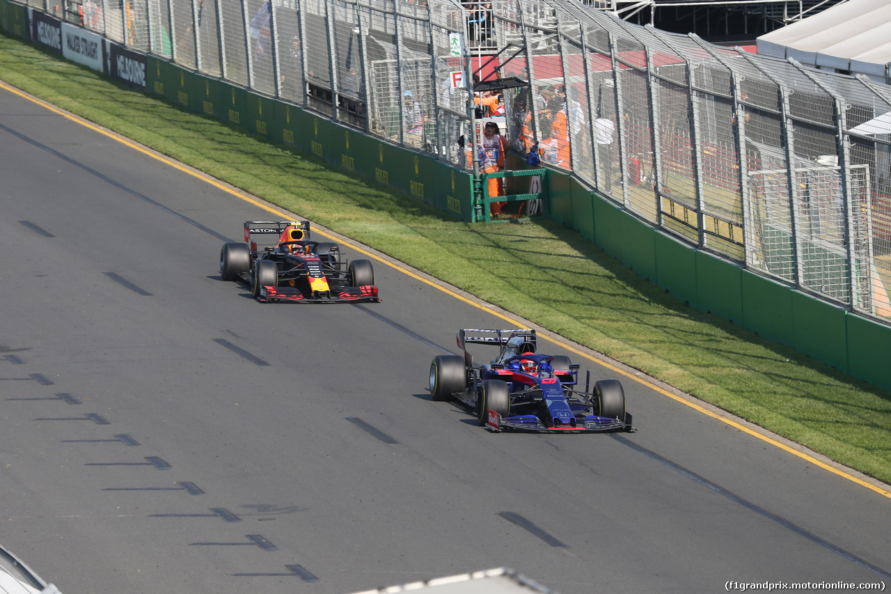 GP AUSTRALIA, 17.03.2019- race: Daniil Kvyat (RUS) Scuderia Toro Rosso STR14  e Pierre Gasly (FRA) Redbull Racing RB15