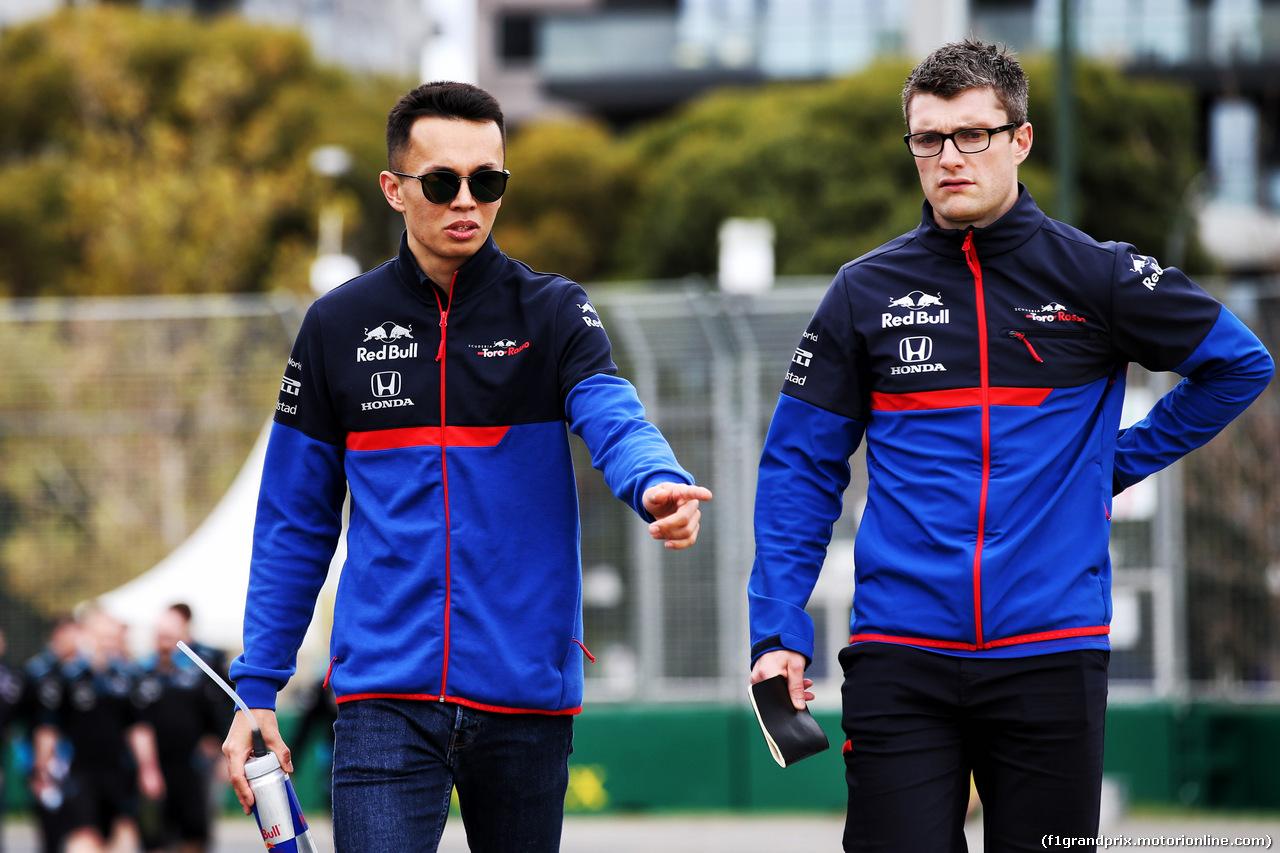 GP AUSTRALIA, Alexander Albon (THA) Scuderia Toro Rosso walks the circuit with the team. 13.03.2019.
