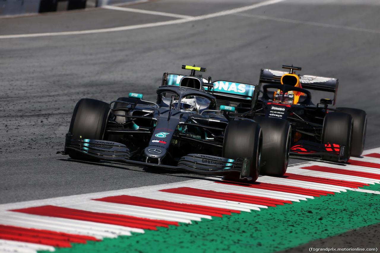 GP AUSTRIA, 30.06.2019 - Gara, Valtteri Bottas (FIN) Mercedes AMG F1 W010 e Max Verstappen (NED) Red Bull Racing RB15