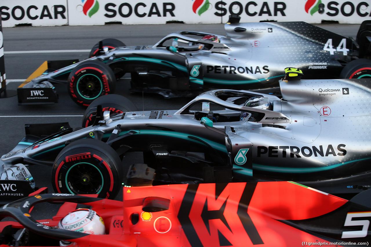 GP AZERBAIJAN, 27.04.2019 - Qualifiche, Sebastian Vettel (GER) Ferrari SF90, Valtteri Bottas (FIN) Mercedes AMG F1 W010 e Lewis Hamilton (GBR) Mercedes AMG F1 W10