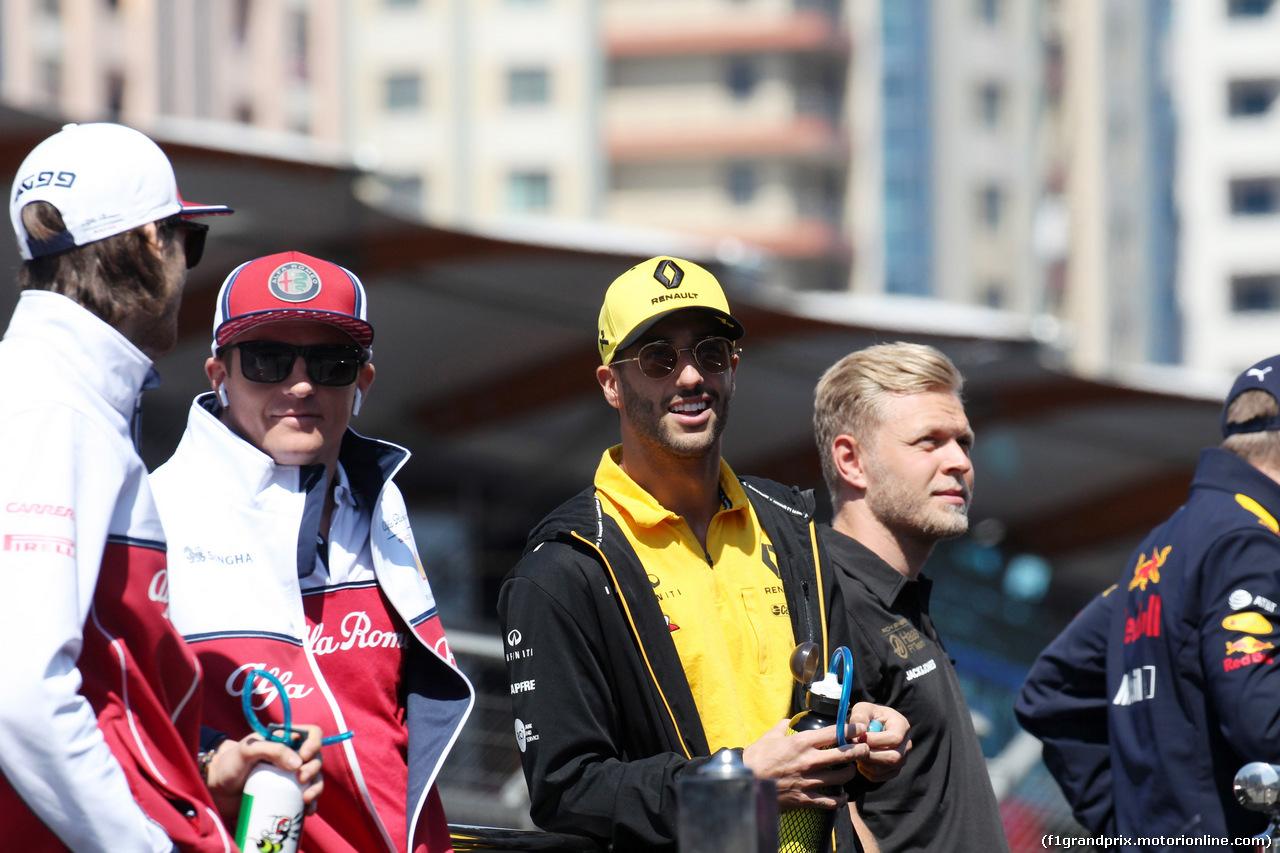 GP AZERBAIJAN, 28.04.2019 - Kimi Raikkonen (FIN) Alfa Romeo Racing C38 e Daniel Ricciardo (AUS) Renault Sport F1 Team RS19