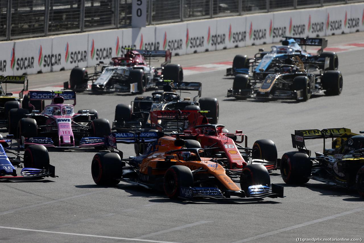 GP AZERBAIJAN, 28.04.2019 - Gara, Carlos Sainz Jr (ESP) Mclaren F1 Team MCL34 e Charles Leclerc (MON) Ferrari SF90