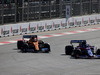 GP AZERBAIJAN, 28.04.2019 - Gara, Carlos Sainz Jr (ESP) Mclaren F1 Team MCL34 e Daniil Kvyat (RUS) Scuderia Toro Rosso STR14