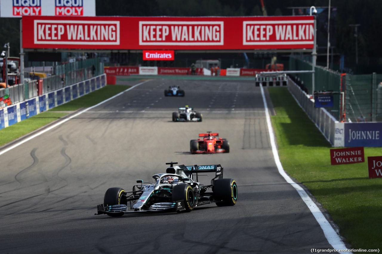 GP BELGIO, 01.09.2019 - Gara, Lewis Hamilton (GBR) Mercedes AMG F1 W10 davanti a Sebastian Vettel (GER) Ferrari SF90