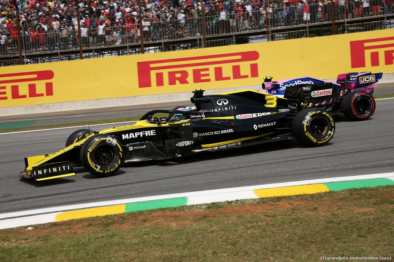 GP BRASILE, 17.11.2019 - Gara, Daniel Ricciardo (AUS) Renault Sport F1 Team RS19 e Lance Stroll (CDN) Racing Point F1 Team RP19