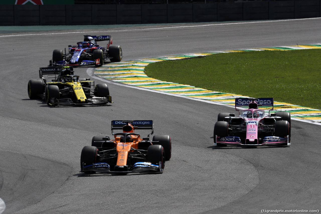 GP BRASILE, 17.11.2019 - Gara, Carlos Sainz Jr (ESP) Mclaren F1 Team MCL34 e Sergio Perez (MEX) Racing Point F1 Team RP19