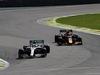 GP BRASILE, 17.11.2019 - Gara, Lewis Hamilton (GBR) Mercedes AMG F1 W10 e Alexander Albon (THA) Red Bull Racing RB15