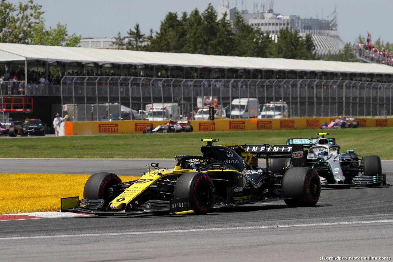 GP CANADA, 09.06.2019 - Gara, Nico Hulkenberg (GER) Renault Sport F1 Team RS19 davanti a Valtteri Bottas (FIN) Mercedes AMG F1 W010