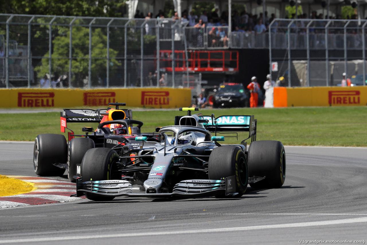 GP CANADA, 09.06.2019 - Gara, Valtteri Bottas (FIN) Mercedes AMG F1 W010 e Max Verstappen (NED) Red Bull Racing RB15