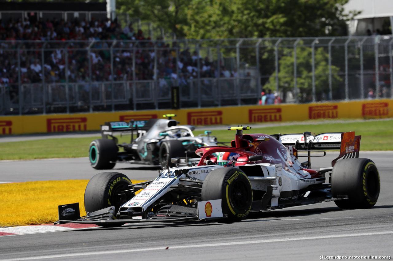 GP CANADA, 09.06.2019 - Gara, Antonio Giovinazzi (ITA) Alfa Romeo Racing C38 davanti a Valtteri Bottas (FIN) Mercedes AMG F1 W010