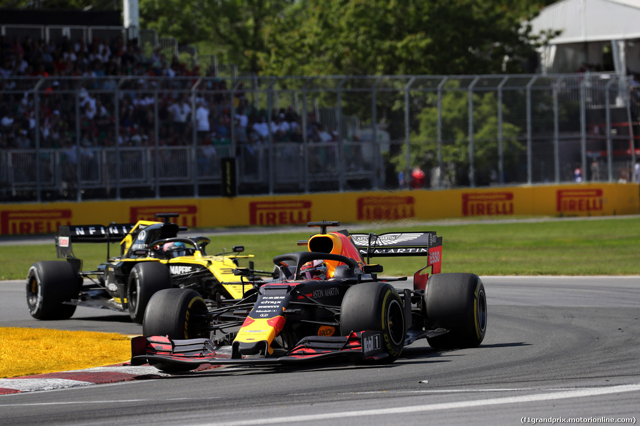 GP CANADA, 09.06.2019 - Gara, Max Verstappen (NED) Red Bull Racing RB15 davanti a Daniel Ricciardo (AUS) Renault Sport F1 Team RS19